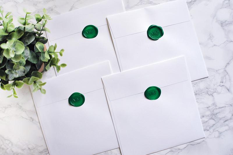 convite de casamento personalizado com aguarela e lacre personalizado verde