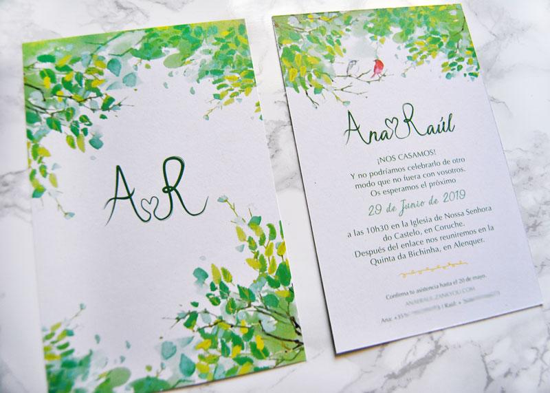 convite de casamento de estilo rústico campestre com envelope selado com lacre dourado