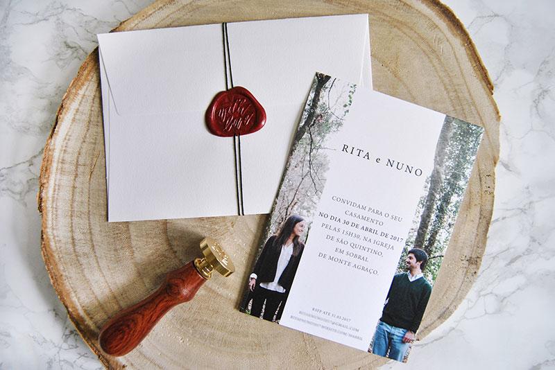 convite casamento rustico com foto noivos e envelope com lacre personalizado