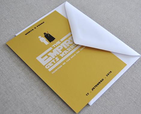 convite em papel dourado tema star wars